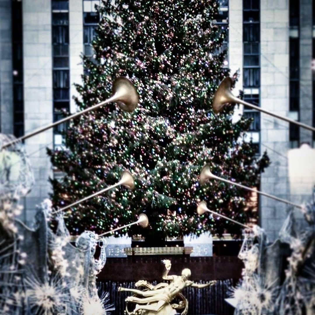 """There she is... Watching over the plaza #rockefellercenter #morningcommute #rockefellerchristmastree #newyorknewyork #ilovewhereilive  #decemberproject…"""