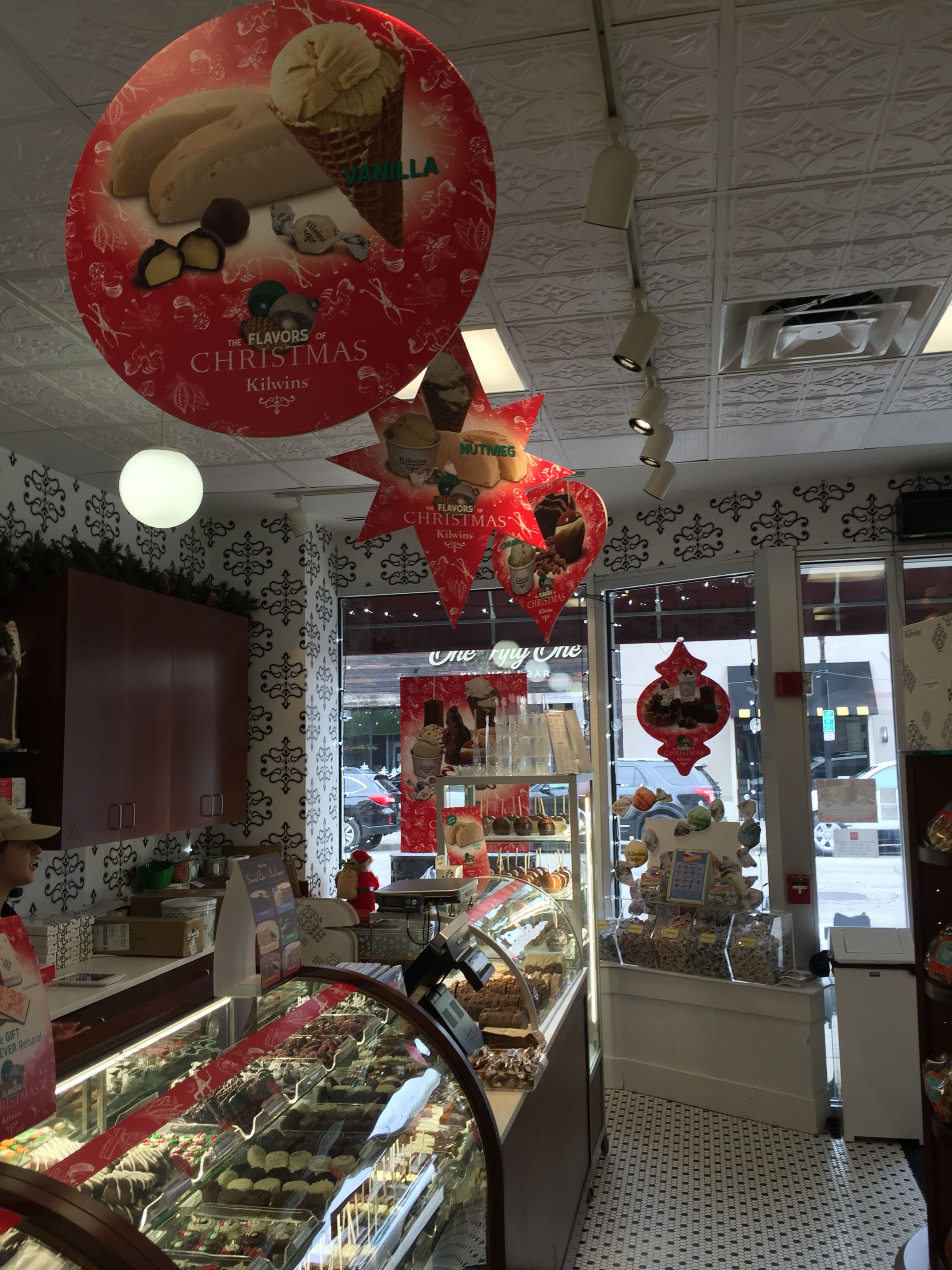 Kilwins Chocolates - Hanging Banners - Downtown Elmhurst, IL (Dec ...