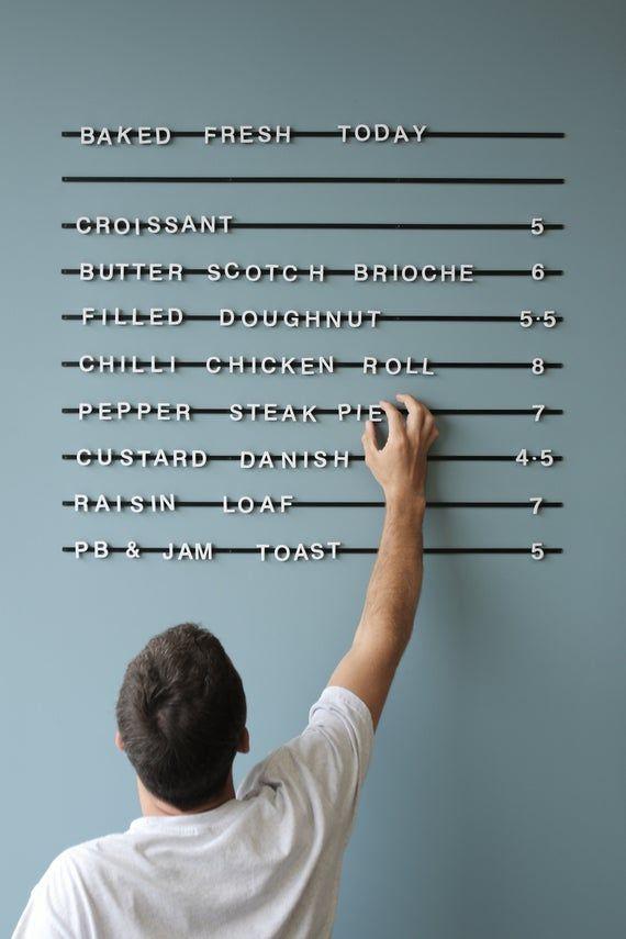 Magnetische Buchstaben Board – Café Menu Board - Bäcker Menü – Magnet Wandboard – Message Board – Kaffeebar Zeichen – weiße Buchstaben schwarze Schienen