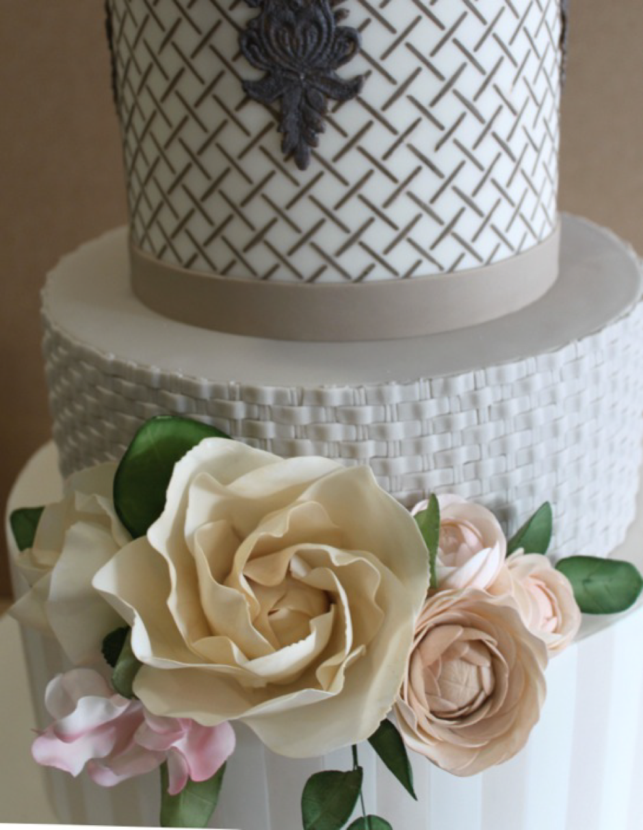 Inspired by the texture of luxury french linens, fondant waffle weave is a similar technique to piped basket weave but has a finer texture.