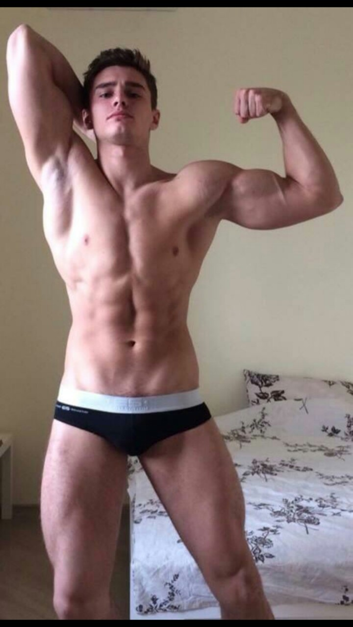 Gay photo muscle minet