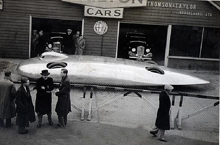 JOHN COBB'S CRUSADER AND THE RAILTON MOBIL SPECIAL LAND SPEED RECORD CAR.