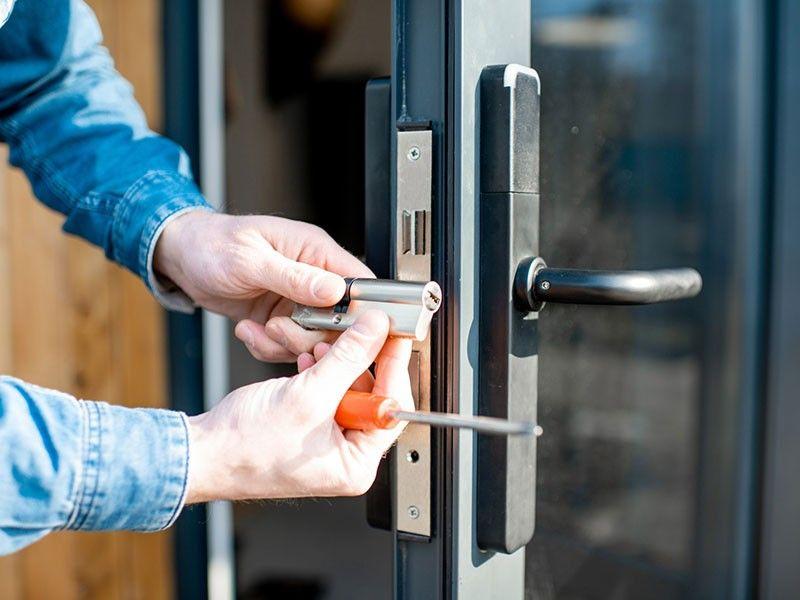 Change Locks On House Lakewood Ca In 2020 Emergency Locksmith Commercial Locksmith Locksmith Services