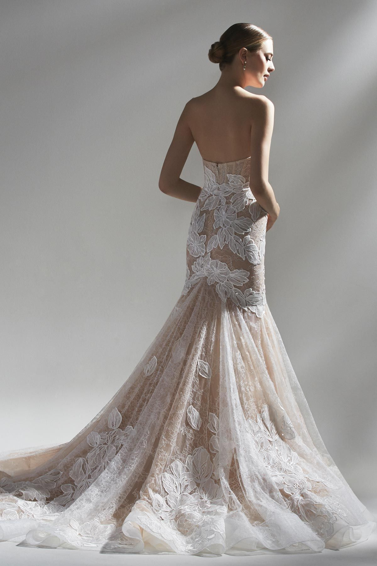 You Re No Ordinary Bride So Embrace An Extraordinary Gown Of Head