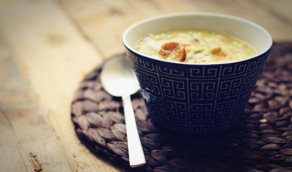 Een warme pan met erwtensoep maak je eenvoudig zelf. Vers gemaakte erwtensoep is echt het aller lekkerst! Met biologische rookworst en spekreepjes