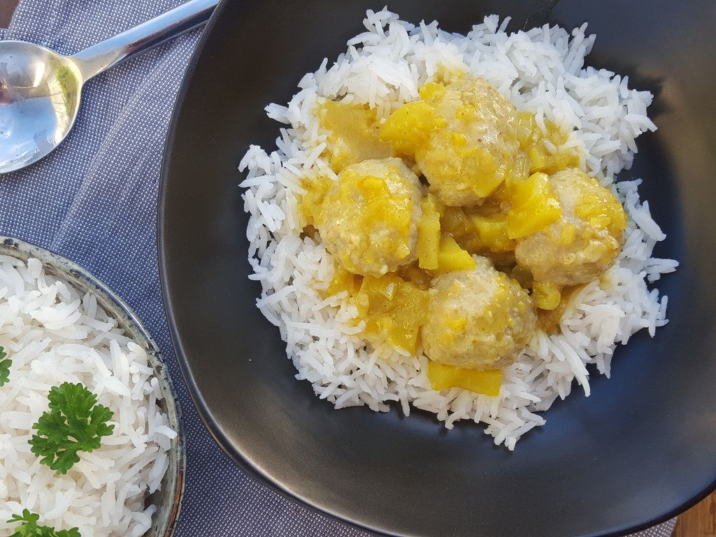 Traditional recipe for Danish Meatballs in Curry (Boller i Karry). The recipe is super delicious and very simple to follow with step-by-step pictures.