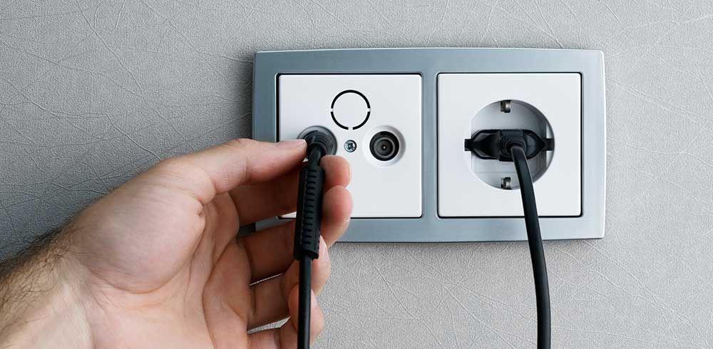 Installer une prise TV Travaux du0027intérieur Pinterest Bricolage
