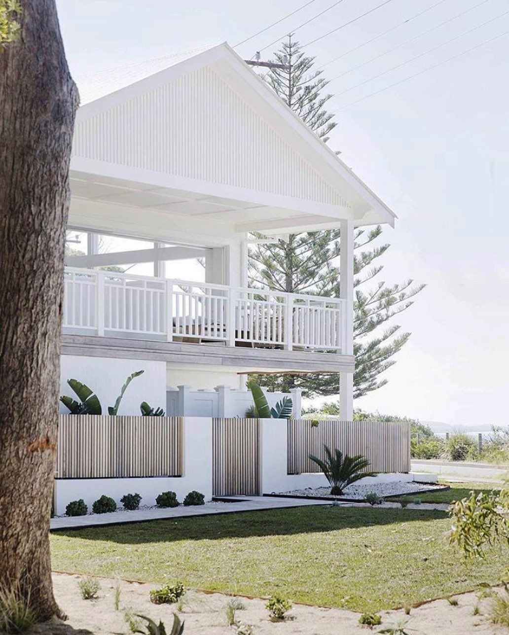 Palm Beach Collection On Instagram The Modern Beachhouse That Embodies Everything Australian Coa In 2020 Beach House Exterior Beach House Interior Modern Beach House