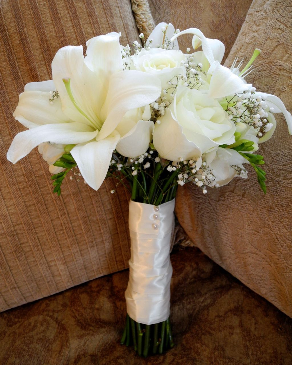 White cream bouquet we did a very classic all white bouquet with flower white cream bouquet dhlflorist Image collections