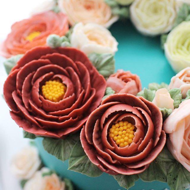 작약 리스~~   #플라워케이크  #플라워케익 #대구플라워케이크 #대구플라워케익 #버터크림플라워케이크  #꽃 #꽃케이크 #꽃스타그램  #케이크 #대구베이킹 #대구베이킹클래스 #디져트 #디져트그램  #flowercake  #flower  #buttercreamdecorating  #buttercream  #buttercreamcake  #baking  #cake