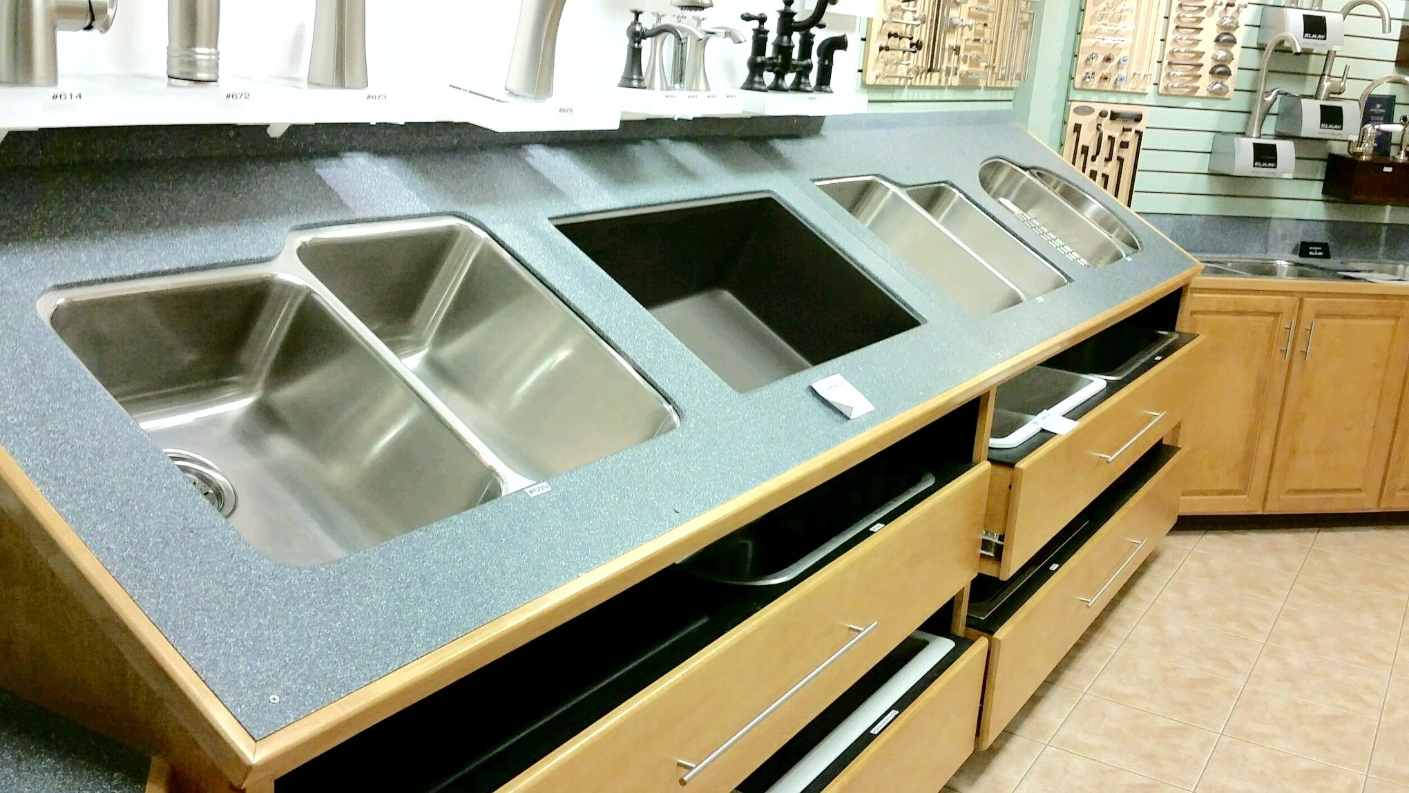 Kitchen sink display in Northamtpon, MA | Northampton ...