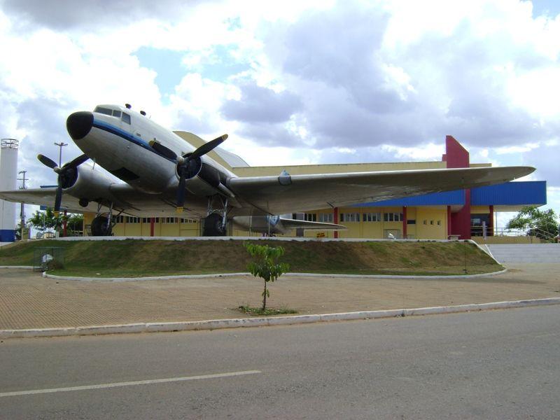 Avião Histórico em Alta Floresta, Mato Grosso, Brasil. Douglas DC-3 que pertenceu aos Irmãos Metralha