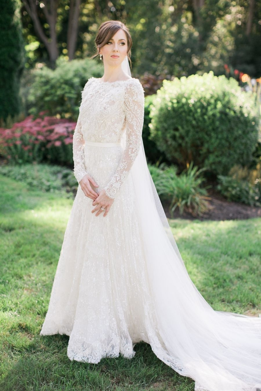 22 Photos Every Bride Needs of Her Wedding Dress   Hochzeitsfotos ...