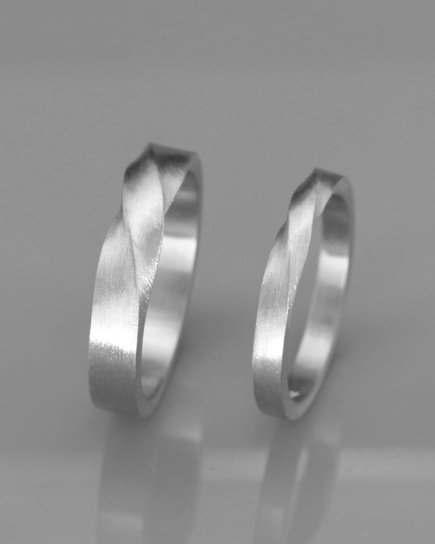 Bandas de boda de Mobius a juego ? Su y sus anillos de boda Mobius conjunto de anillos de boda . 14k Oro Rosa Mobius Alianzas set Bandas de boda para parejas