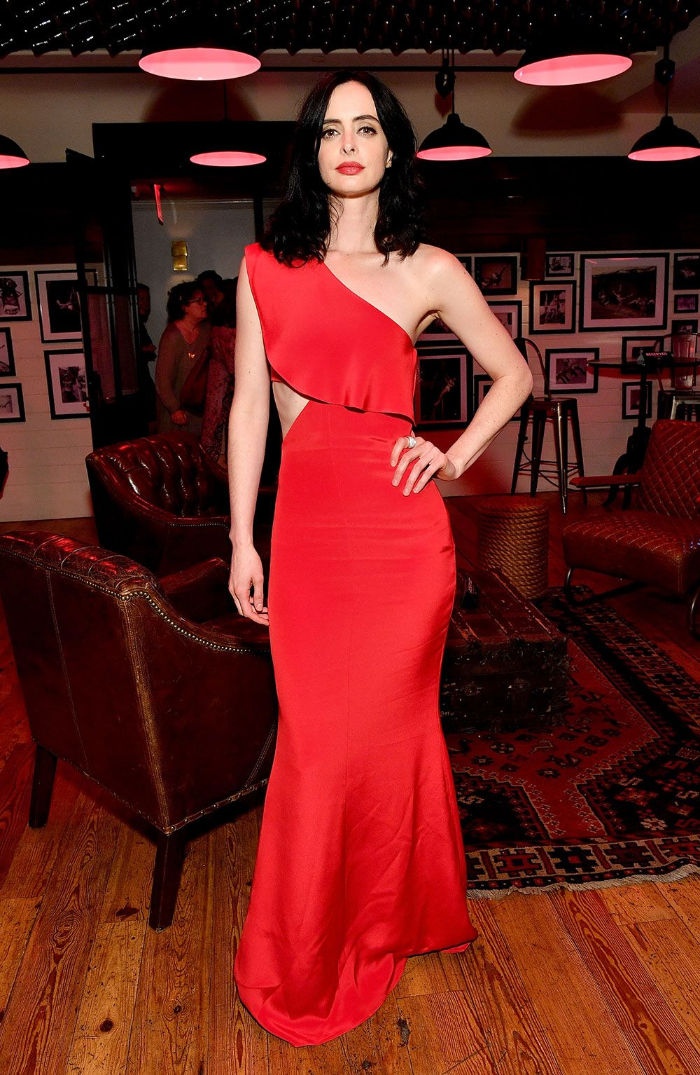 Krysten ritter looks red hot in two sizzling dresses at uthe