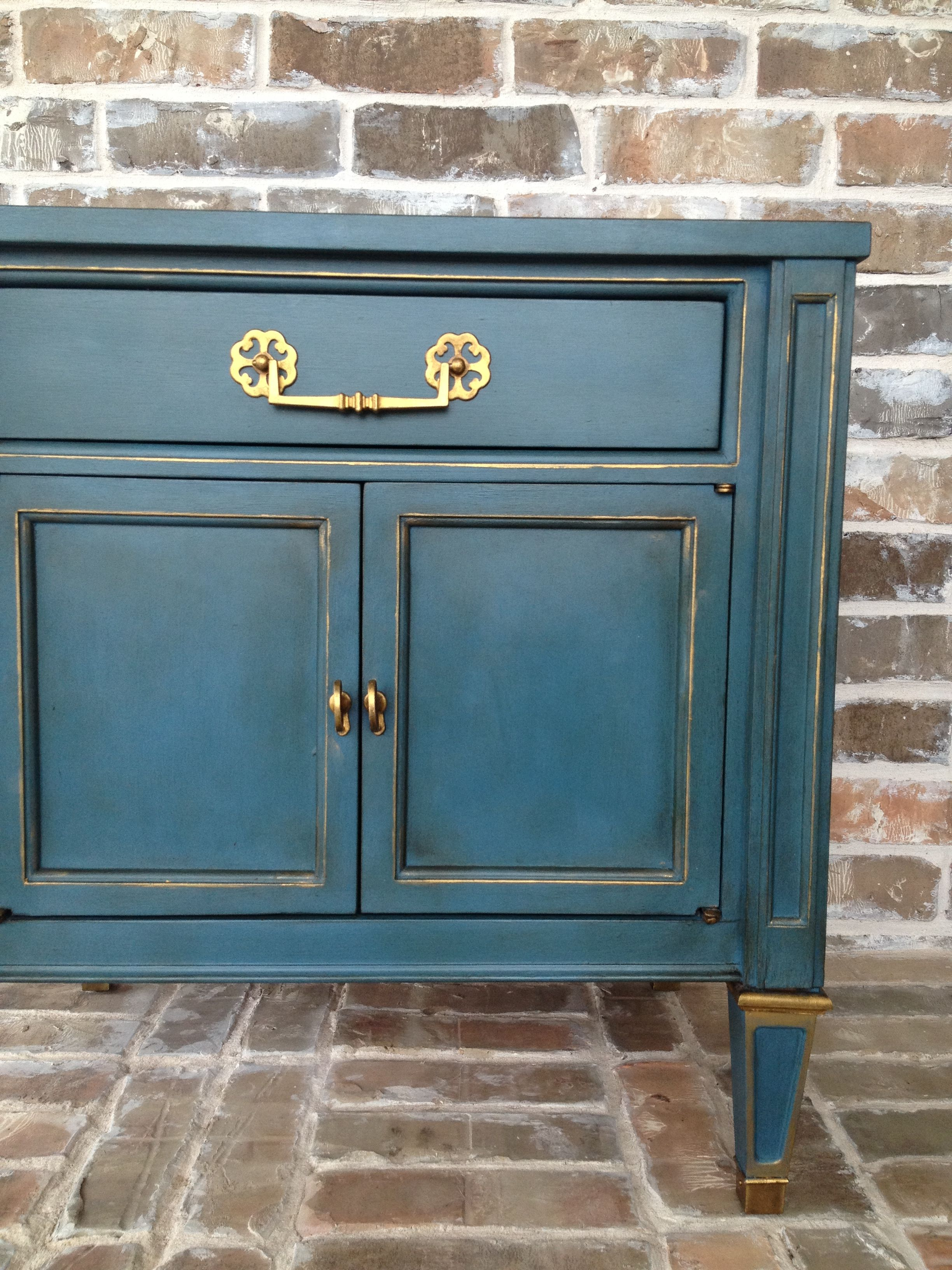Annie Sloan Chalk Paint In Aubusson Blue With Gold Gilding