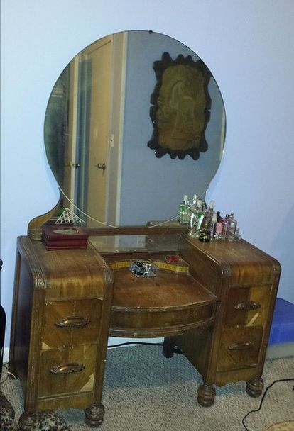 staining wood vanity vintage renew, painted furniture Diy Vanity, Wood  Vanity, Antique Vanity - Staining A Wooden 1942 Vanity Table Back To Life Hobbies