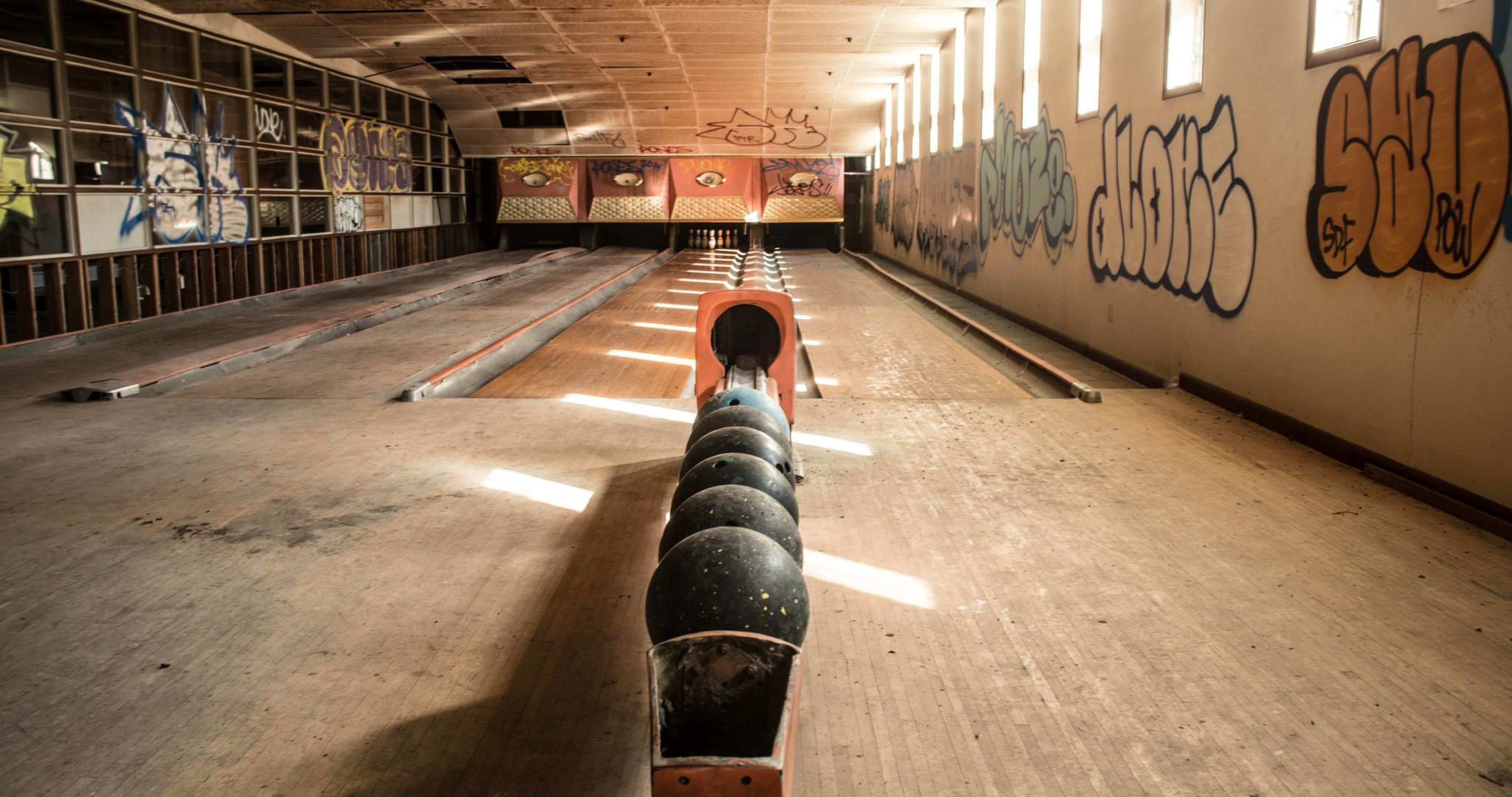 Sports Wallpaper Apps Iphone: Bowling Pretty Sport 4k Ultra Hd Wallpaper (With Images