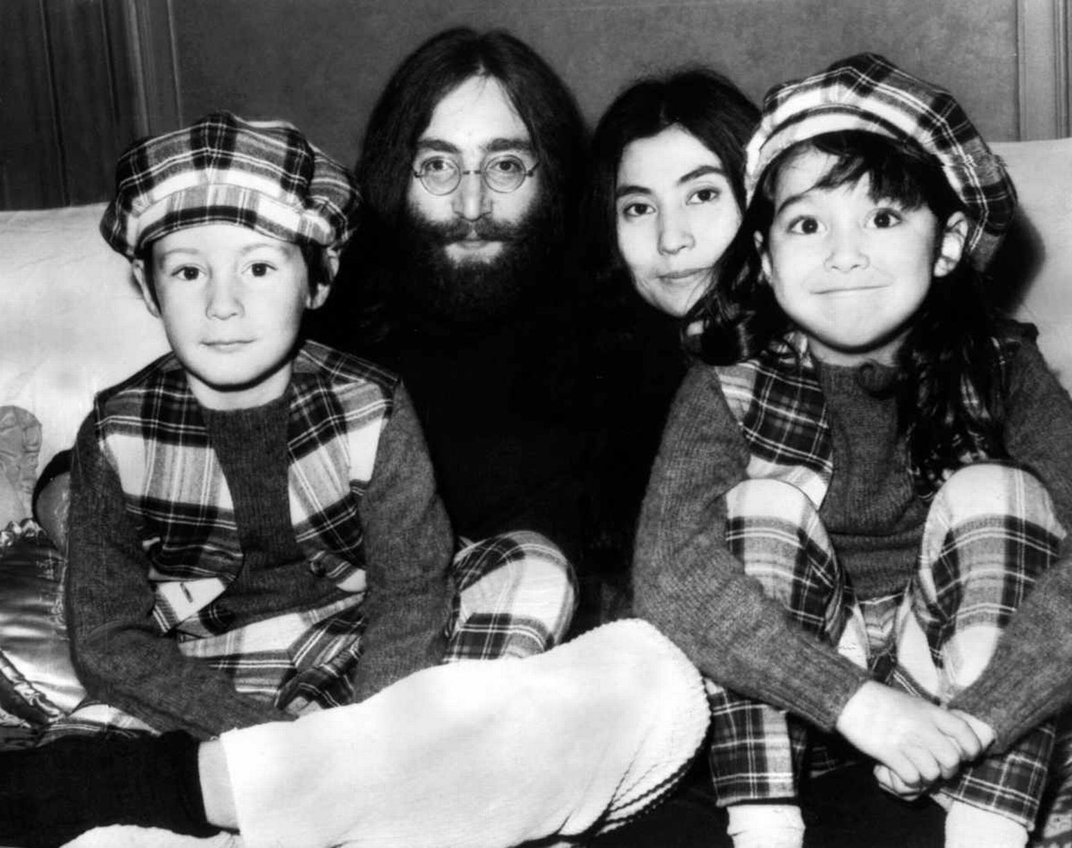 John Lennon And Yoko Ono With Julian And Kyoko John Lennon And Yoko Lennon And Mccartney John Lennon Yoko Ono