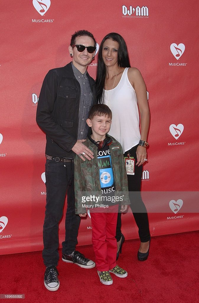 musician chester bennington, son tyler lee bennington, and wife