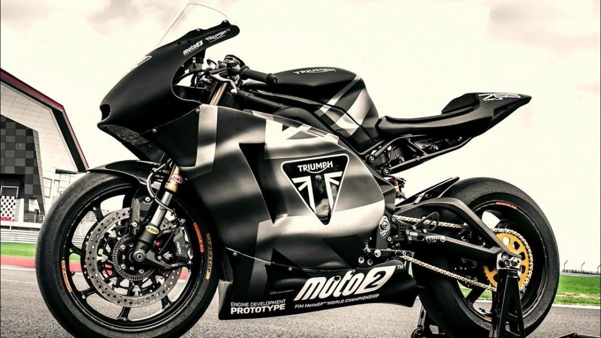 The Street Legal Moto2 Make Room For The New Triumph Daytona 765 Triumph Triumph Motorcycles Daytona