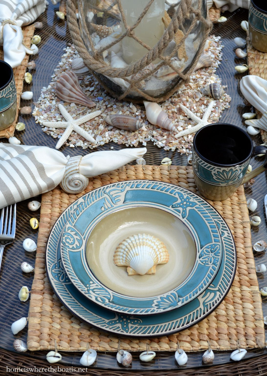 Beach-themed table with shells and Pfaltzgraff Montego dinnerware | homeiswheretheboatis.net & Beach-themed table with shells and Pfaltzgraff Montego dinnerware ...