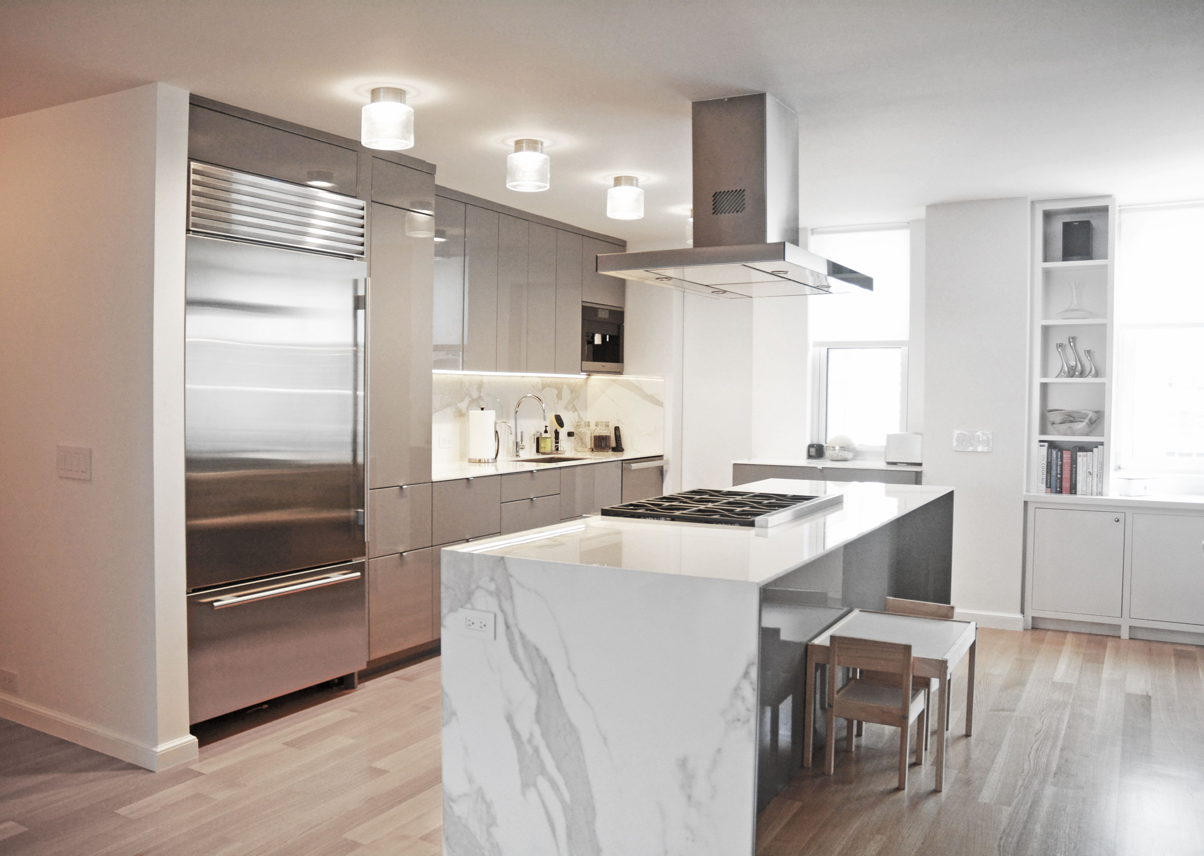 Neolith Countertops Grey High Gloss Cabinets Modern Kitchen Layout Kitchen Design Kitchen Layouts With Island