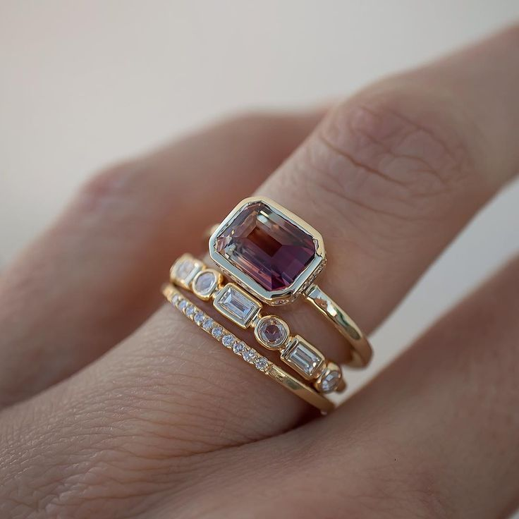 Rosedale Jewelry en Instagram: «Esta nueva belleza de turmalina es una verdadera maravilla, con la paleta de colores cálidos más bonita que parece una puesta de sol ombré». Y por un poco de …