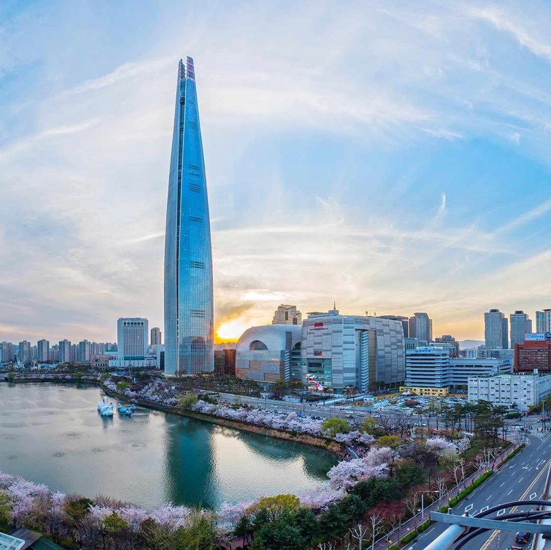 🔻 برج جهانی لوته این برج بلندتر از هر ساختمانی در سئول کره جنوبی با ۱۲۳ طبقه به ارتفاع ۵۵۶ متر می باشد. این ساختمان…   Architecture, Instagram, Architecture design