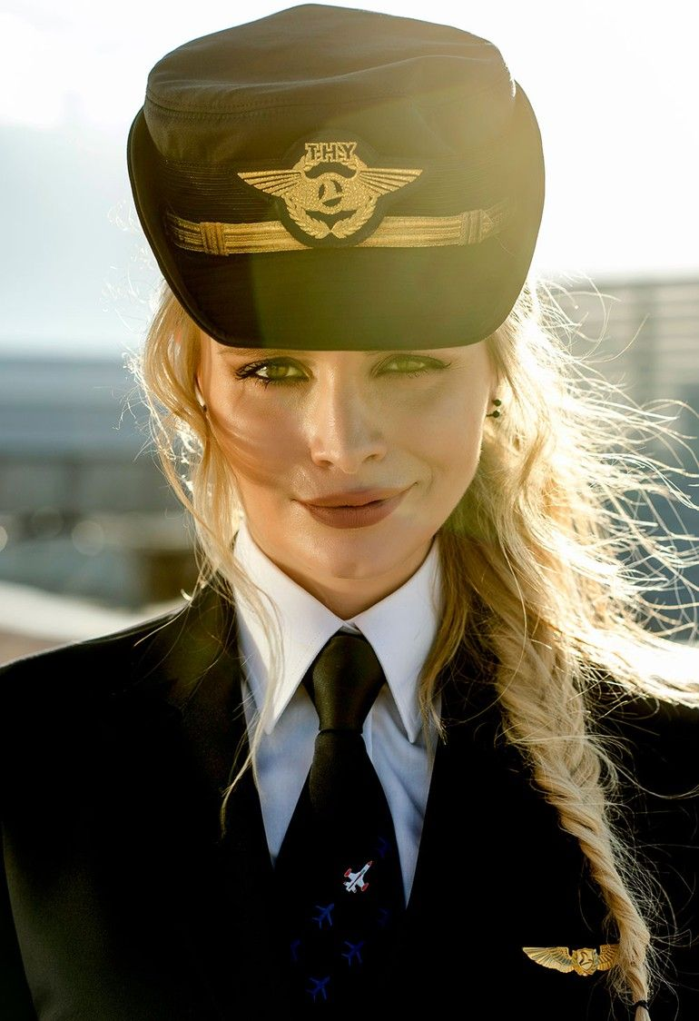 FLYING IN STYLE Female Pilots and Flight