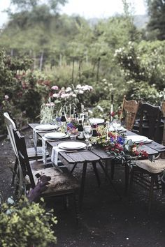 Dining & Entertaining in Style: Fabulous Tablescapes. Gorgeous outdoor setting. Nature Perfection.
