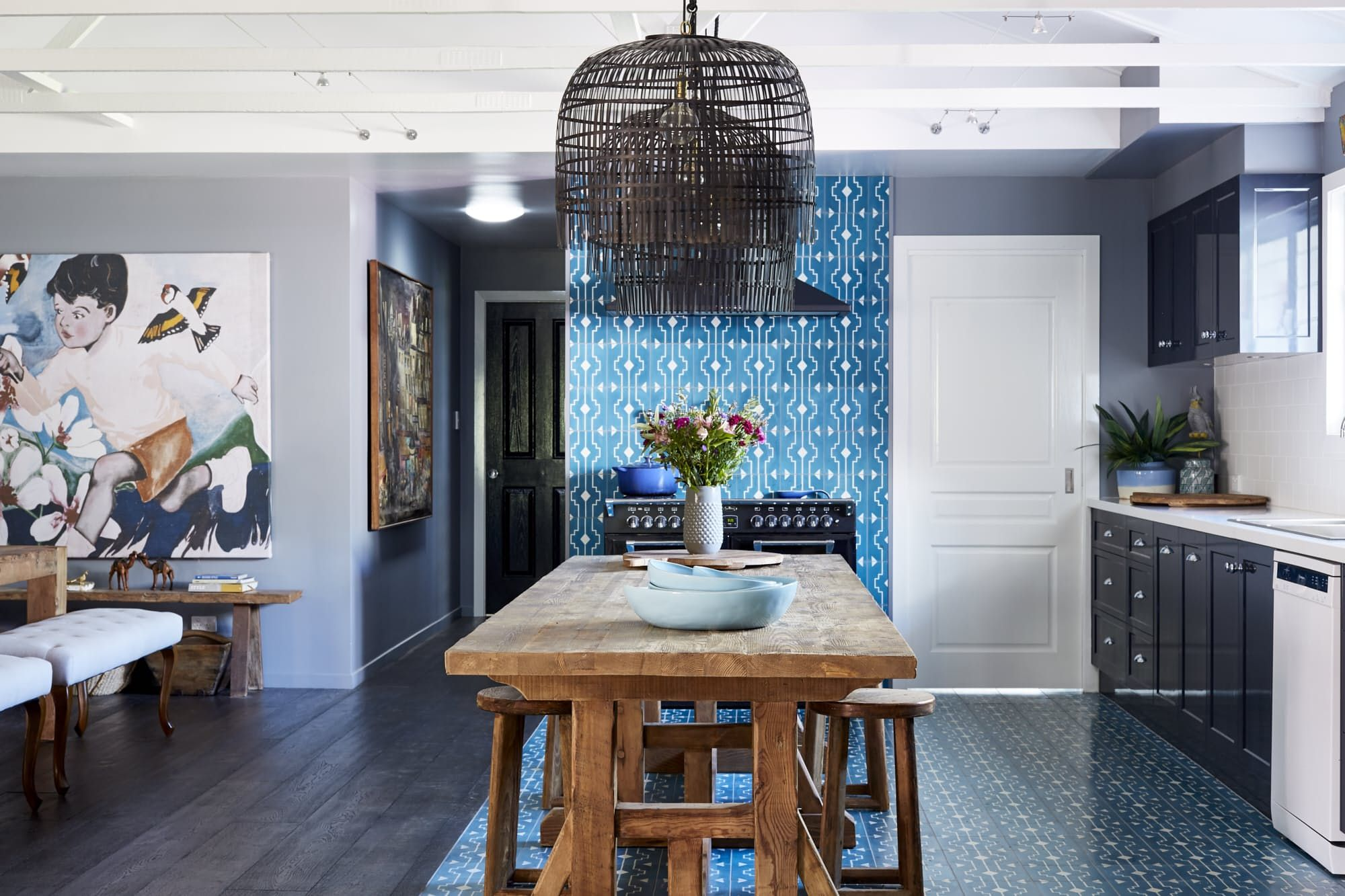 House Tour: A Designer\'s Colorfully Moody Australian Abode | Byron ...