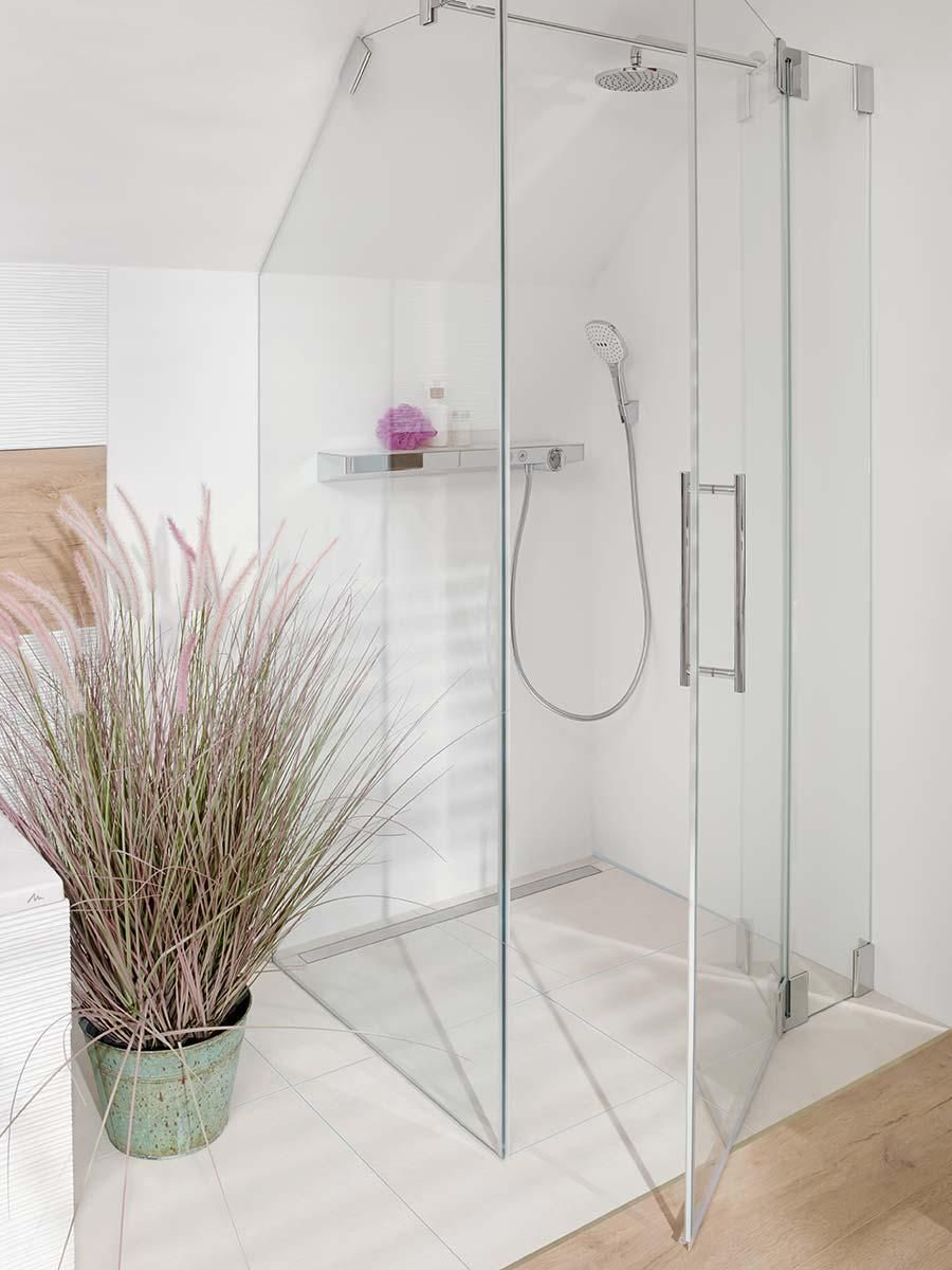 The Floor Level Shower With Filigree Glass Partition Is Located Beneath The Slanted Ceiling The Large Overhead Sh Bathroom Floor Plans Attic Shower Hansgrohe