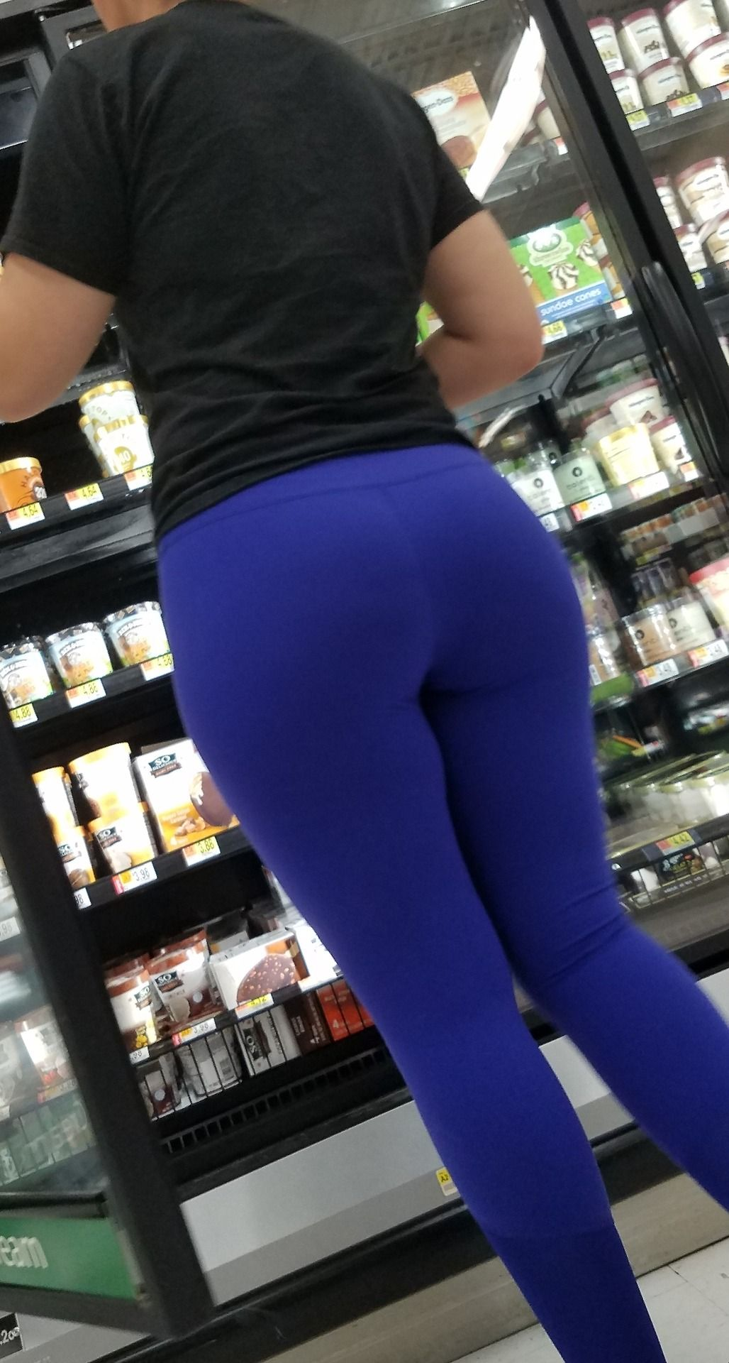 Nice Ass And Candid Crotch Creepshot In Blue Yoga Pants Candid Creepshots