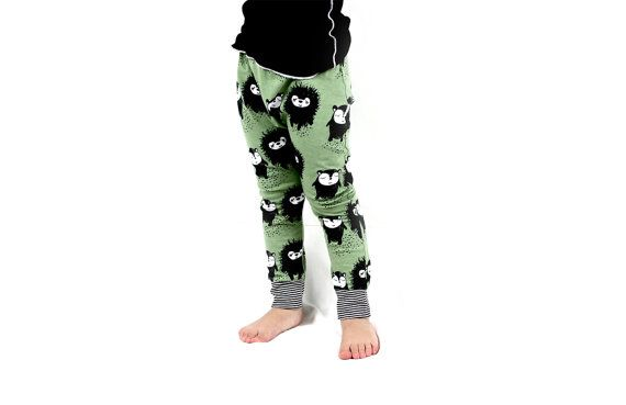 Organic gender neutral leggings for the urban baby and toddler - Olive and black - Hedgehog
