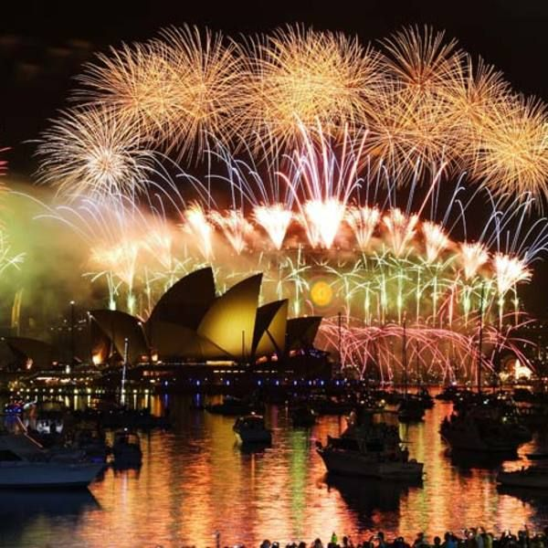 A New Year In Sydney New Years Eve Fireworks New Year S Eve Around The World Fireworks