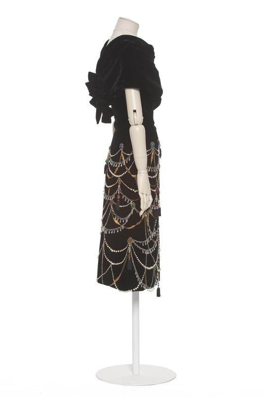 Balenciaga fashion house , Paris , 1953 , fall-winter collection (haute couture) Cristobal Balenciaga designer Ginisty embroiderer