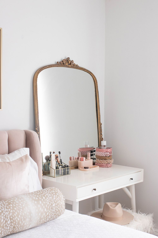 Blush And Gold Bedroom Vanity Vanity Mirror Anthropologie Mirror Beauty Room Beauty Organization Mone Blush And Gold Bedroom Gold Bedroom Bedroom Decor