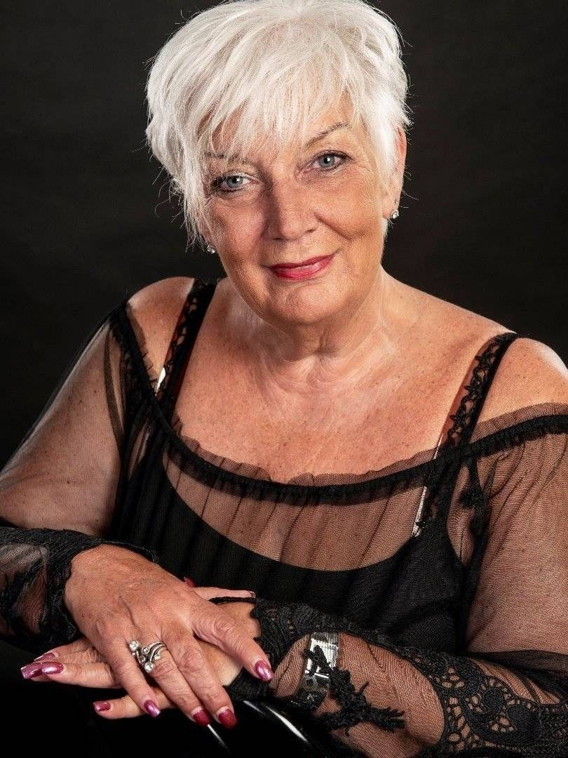 mature lovers: ANGELIQUE DUBOIS - Black bra & panties