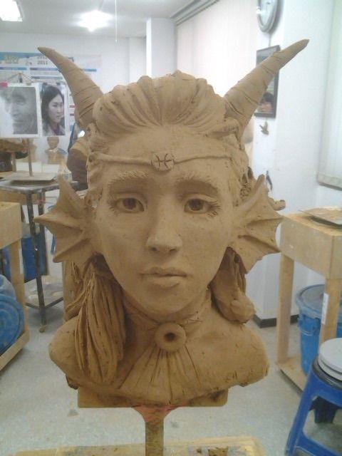 your-fearless-leader-pantskat: artisfornerdz: Made a Feferi statue at my art institude Holy fu kc