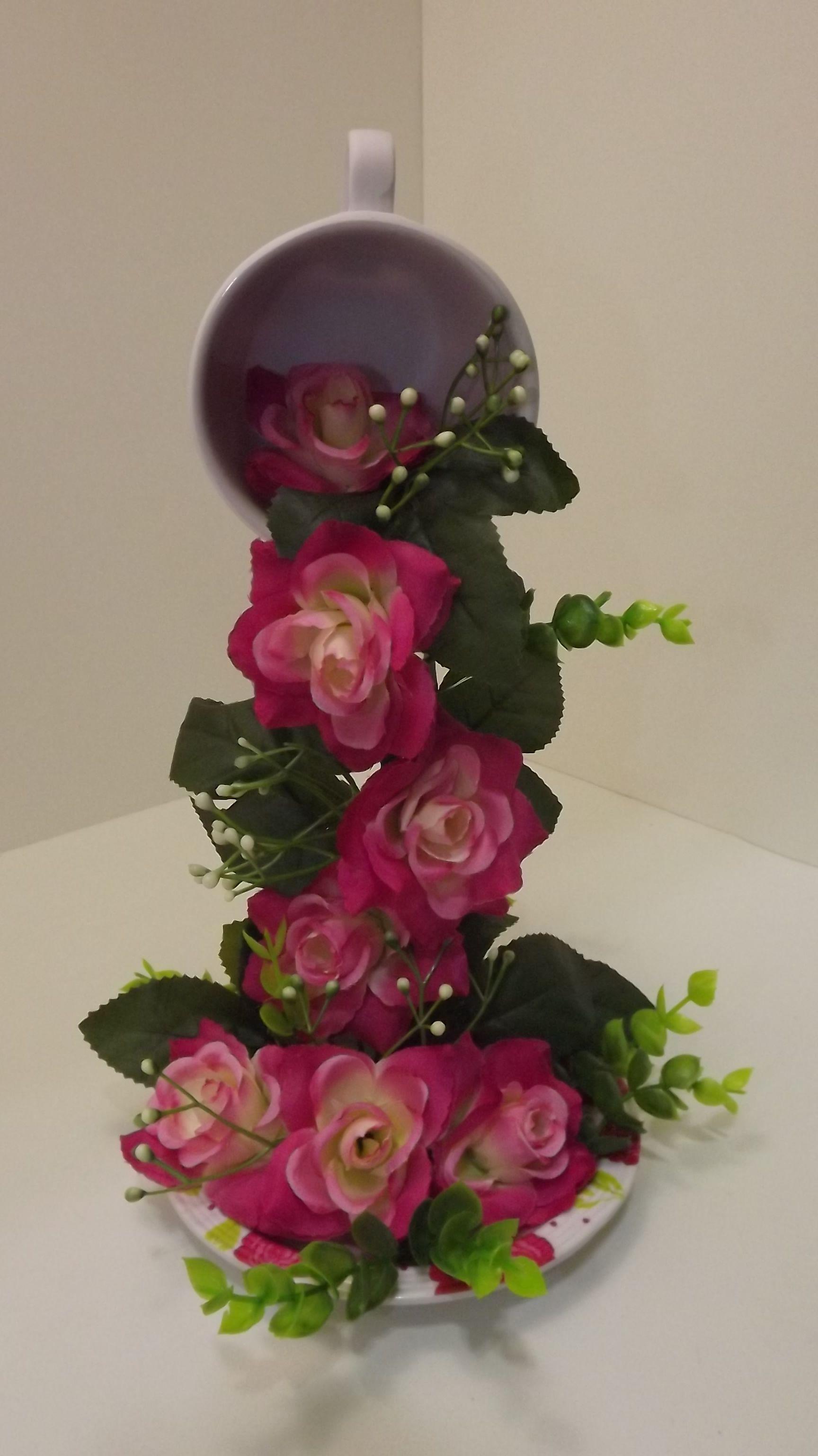 Arreglos de flores en tazas de cafe buscar con google for Decoracion con tazas de cafe