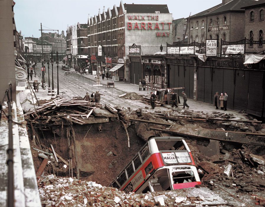 London 1940 With Images London Blitz London Pictures World War