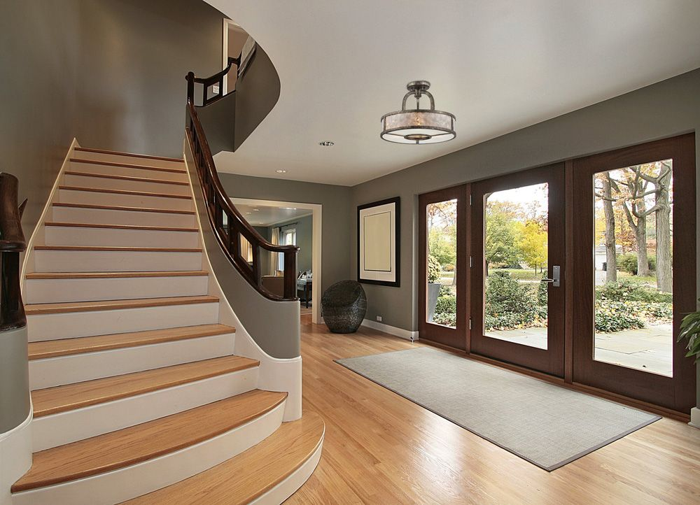 Entree De Style Transitionnel Avec Semi Plafonnier Transitional Entrance With Semiflushmount Foyer Decorating Foyer Design Curved Staircase
