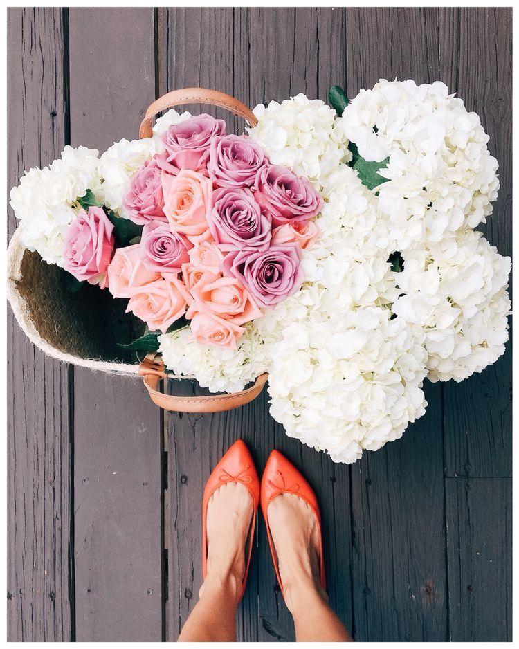 White Hydrangea Pink Roses Wicker Basket Blooms Flowers Bouquet Roses And Hydrangea Bouquet Orange Pointy T Love Flowers Beautiful Blooms Pretty Flowers