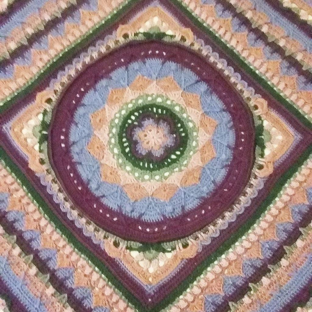 just blocked this huge queen size bed mandala blanket this is the