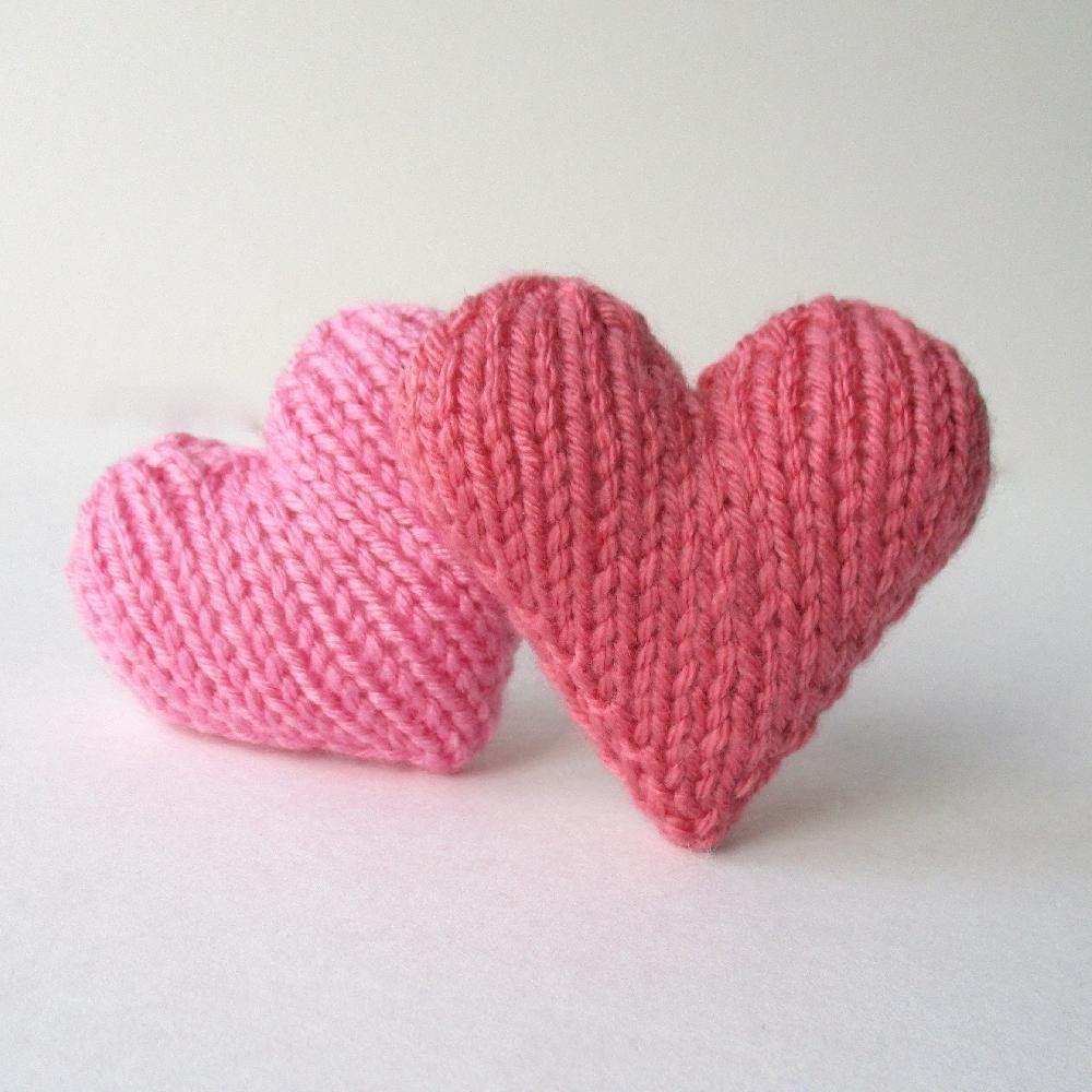 This is a free pattern for a little knitted love heart. This heart ...