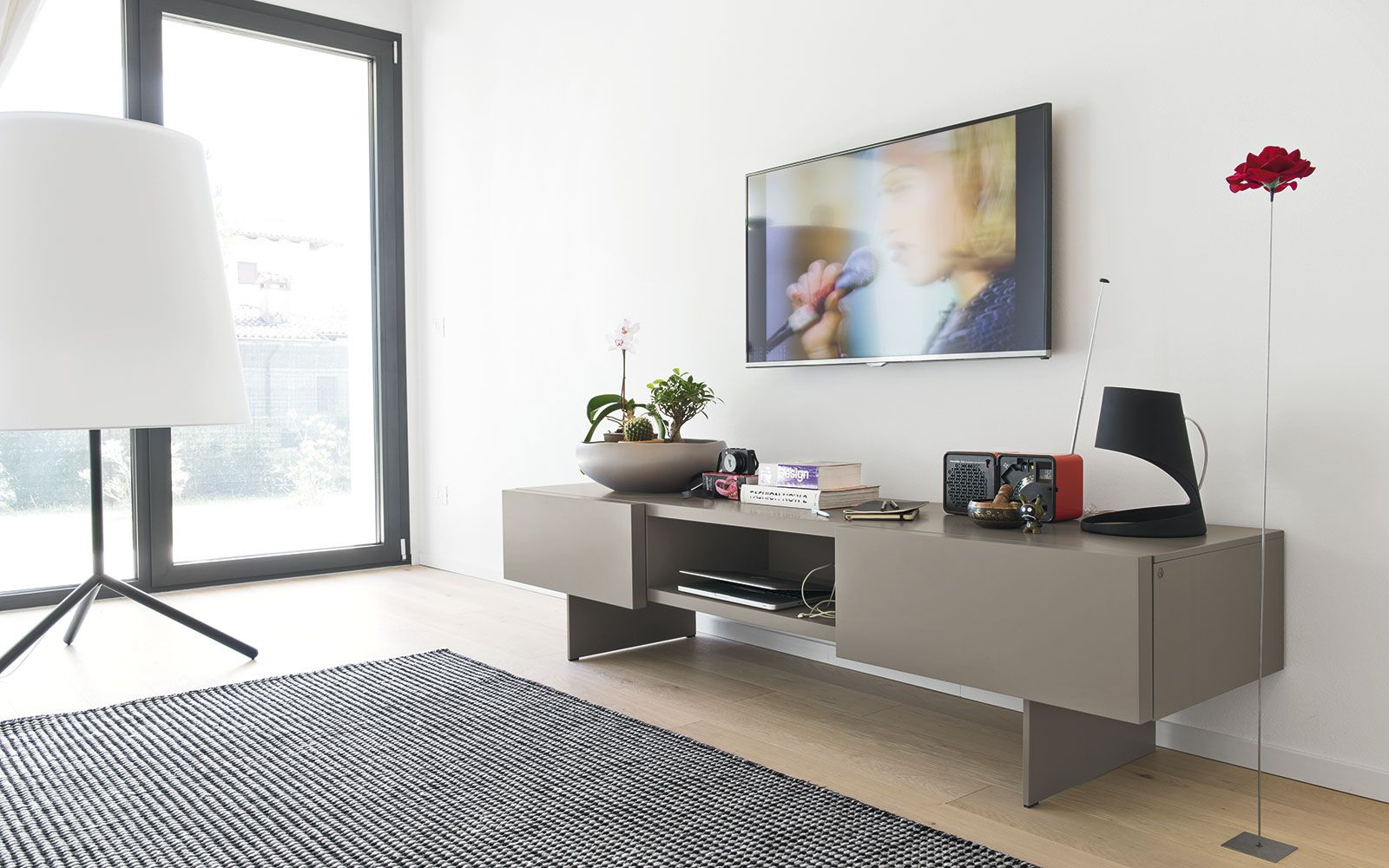 Calligaris Meuble Suspendu - Low Tv Bench Sipario Calligaris Cs 6050 4 Family Room [mjhdah]https://www.viadurini.fr/data/prod/img/connubia-calligaris-element-porta-tv-design-moderno-in-legno-e-vetro.jpg