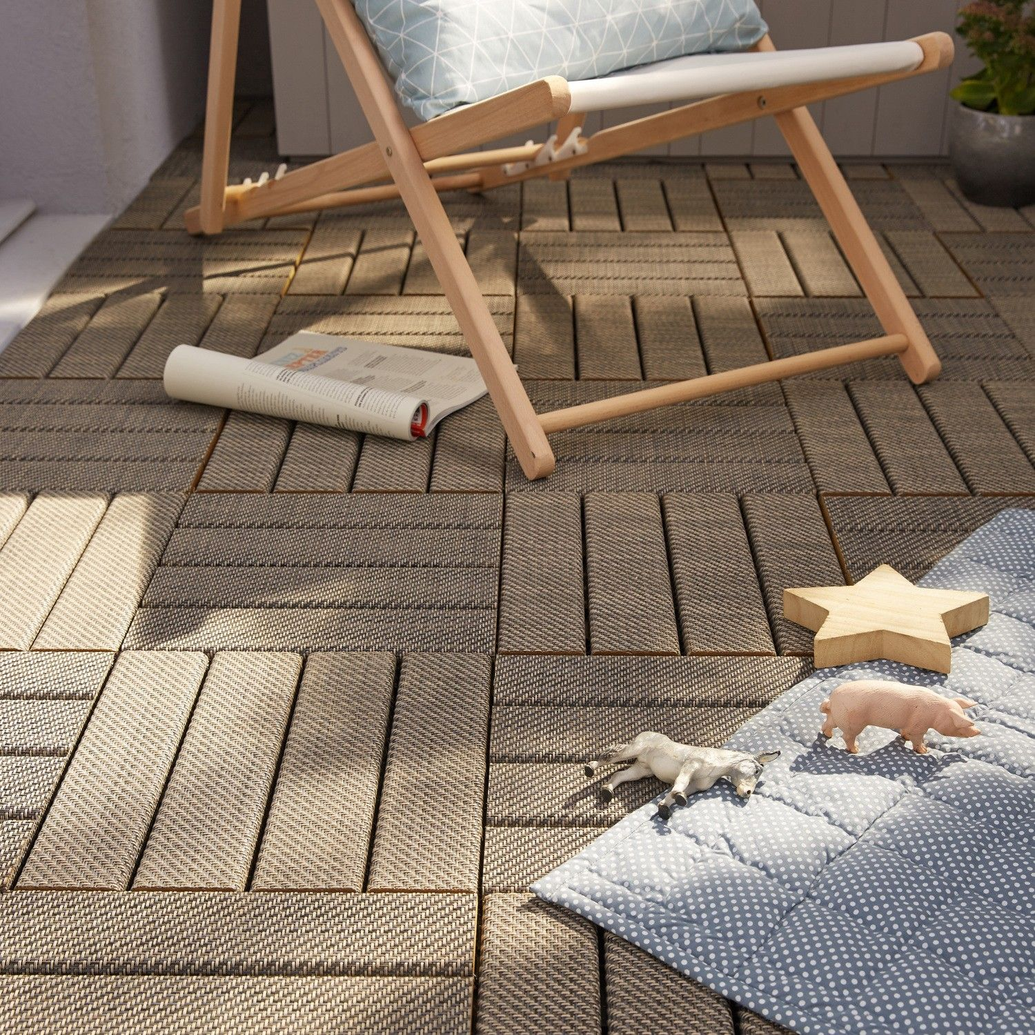 Des Dalles De Terrasse Ideales Pour Le Balcon With Images Kids Rugs Kids Home Decor