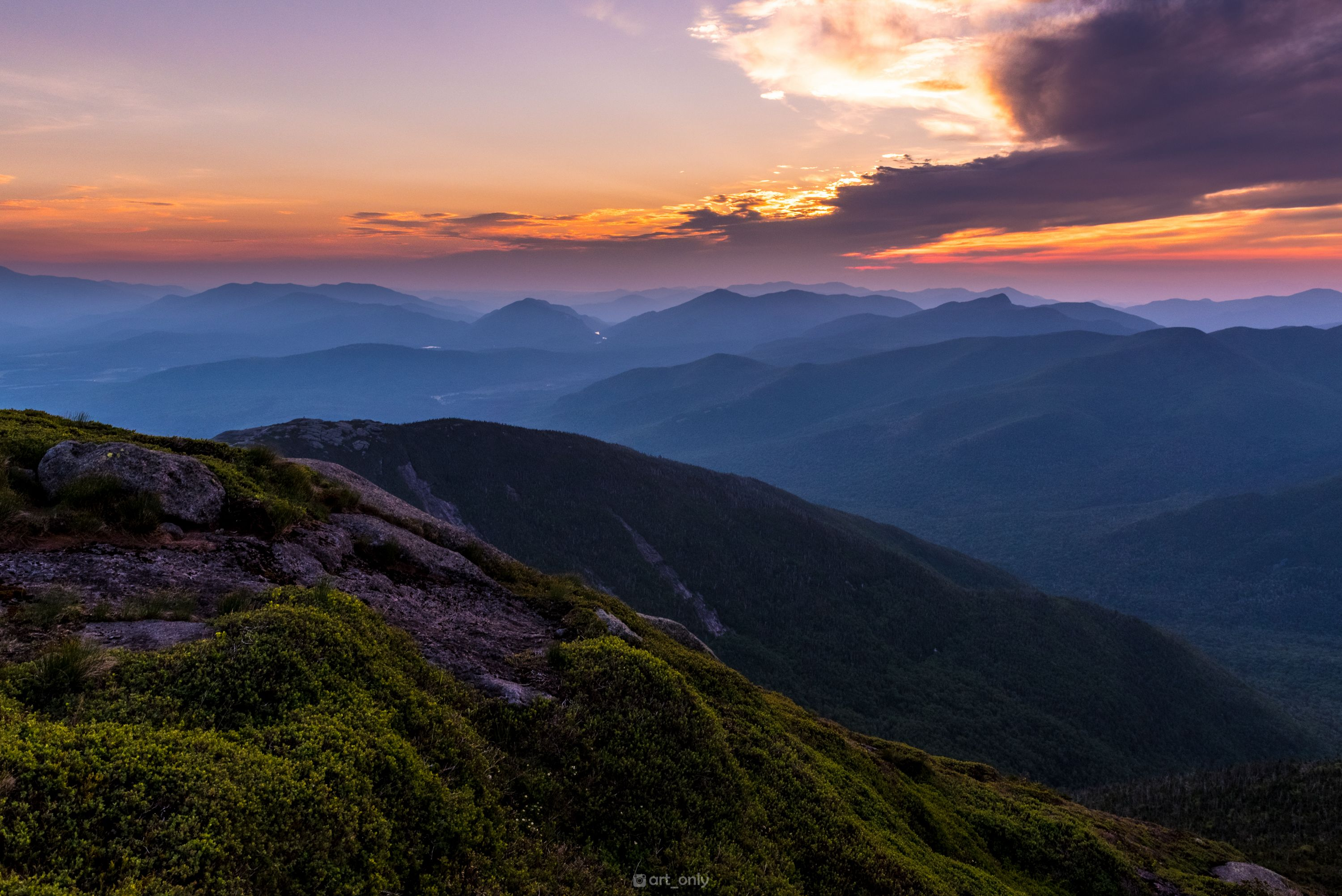 Yesterday I went on a 2am hike up the 2nd highest peak in New York so I could get there in time for sunrise [3000x2003][OC] #nature #beauty