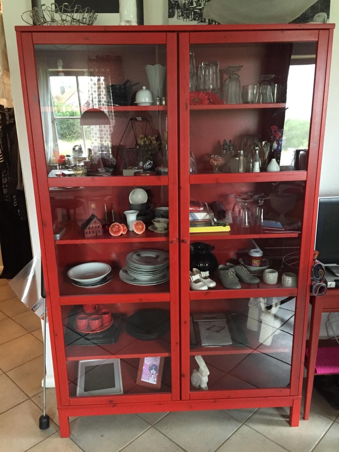 Vitrinenschrank Rot In 2020 House Styles Home Decor Home
